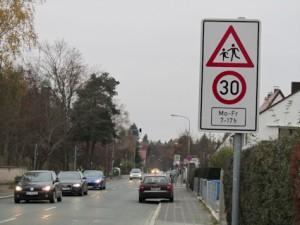 Saarbrückener Straße, Tempo 30 vor Schule
